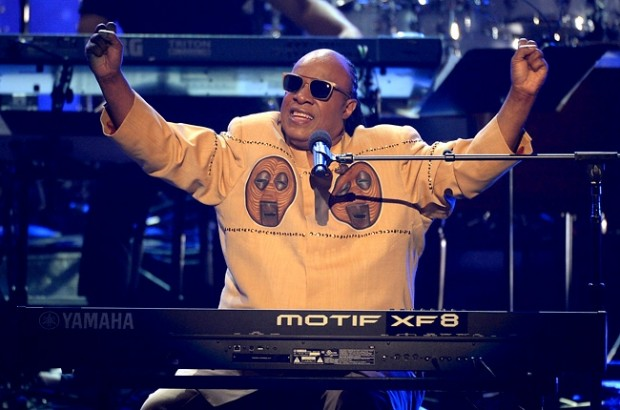 stevie-wonder-bet-awards-2013-650-430